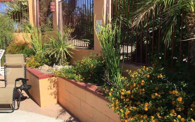Отель La Siesta Motel & RV Resort вид на фасад