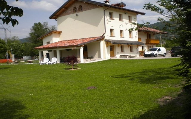 Отель B&B La Tieda Беллуно вид на фасад