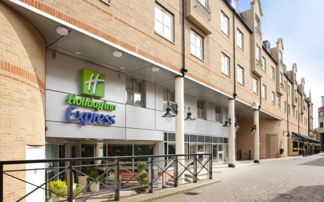 Отель Holiday Inn Express London Hammersmith вид на фасад