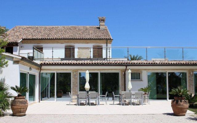 Отель Villa Belvedere Degli Ulivi Озимо вид на фасад