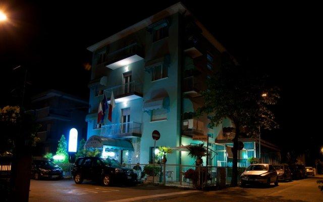 Hotel Savina вид на фасад