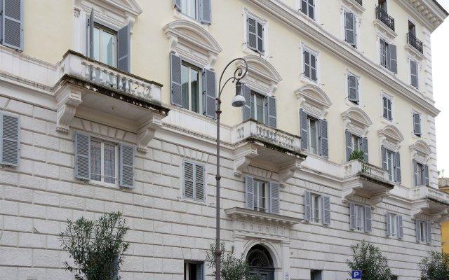 Отель Mecenate Rooms Рим вид на фасад