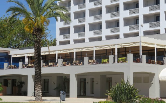 Отель Alfamar Beach & Sport Resort Португалия, Албуфейра - 1 отзыв об отеле, цены и фото номеров - забронировать отель Alfamar Beach & Sport Resort онлайн вид на фасад