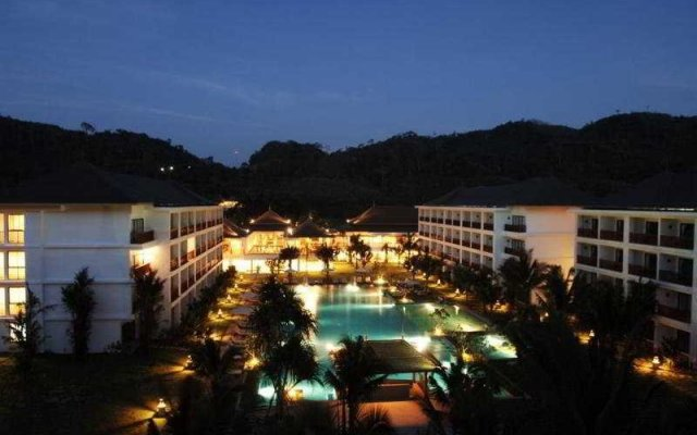 Отель Naithonburi Beach Resort Phuket вид на фасад