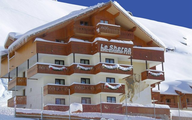 Отель Le Sherpa Val Thorens Hôtels-Chalets de Tradition вид на фасад