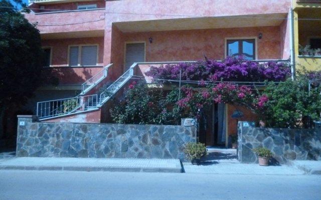 Отель B&B La Dahlia Кастельсардо вид на фасад