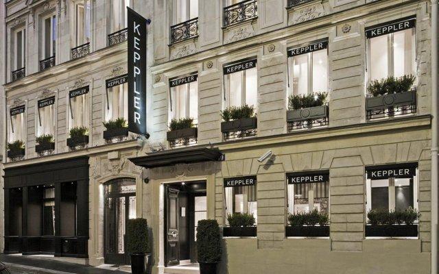 Отель Hôtel Keppler Франция, Париж - 1 отзыв об отеле, цены и фото номеров - забронировать отель Hôtel Keppler онлайн вид на фасад