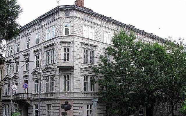 Гостиница Lviv Tour Apartments Украина, Львов - отзывы, цены и фото номеров - забронировать гостиницу Lviv Tour Apartments онлайн вид на фасад