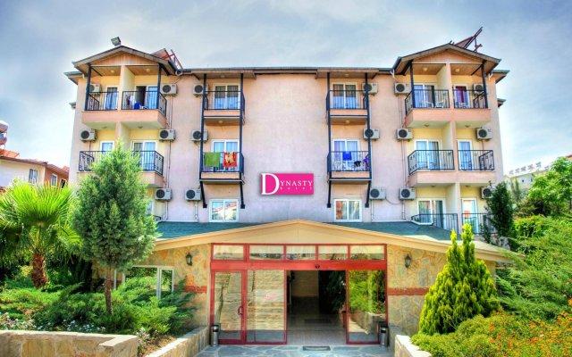 Dynasty Hotel вид на фасад