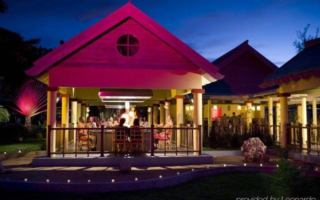Отель Jewel Runaway Bay Beach & Golf Resort All Inclusive вид на фасад