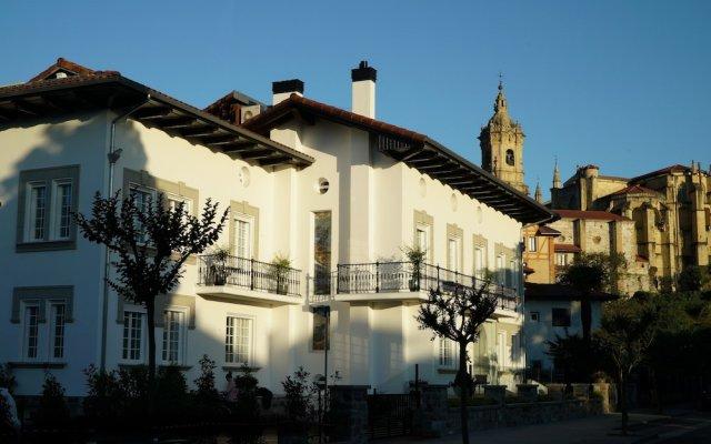 Отель Villa Magalean Hotel & Spa Испания, Фуэнтеррабиа - отзывы, цены и фото номеров - забронировать отель Villa Magalean Hotel & Spa онлайн вид на фасад