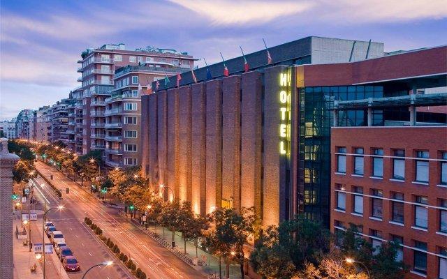 Отель Novotel Madrid Center вид на фасад