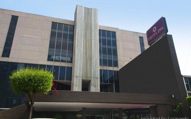 Отель Fiesta Inn Tlalnepantla Тлальнепантла-де-Бас вид на фасад
