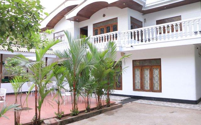 Отель French Garden Tourist Rest Анурадхапура вид на фасад
