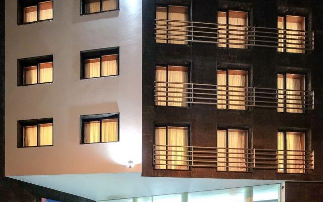 Отель Comfort Inn Ponta Delgada Португалия, Понта-Делгада - отзывы, цены и фото номеров - забронировать отель Comfort Inn Ponta Delgada онлайн вид на фасад