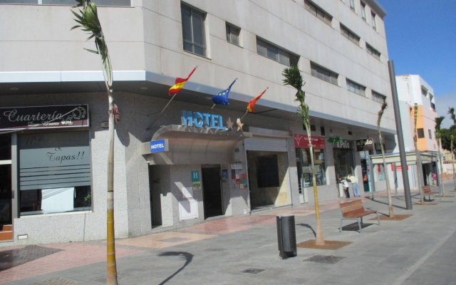 Hotel Avenida de Canarias вид на фасад
