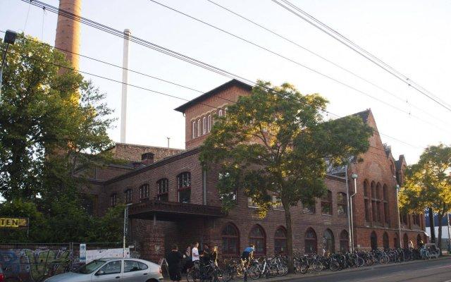 Subraum Hostel вид на фасад