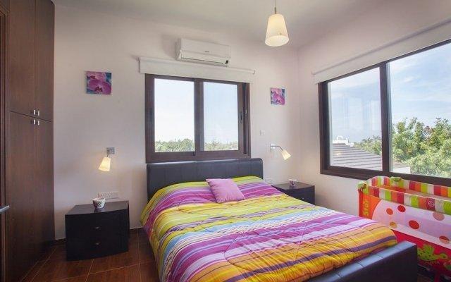Отель Protaras St Raphael Villa комната для гостей