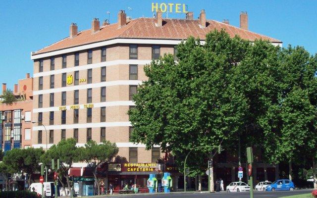 Hotel Puerta de Toledo вид на фасад