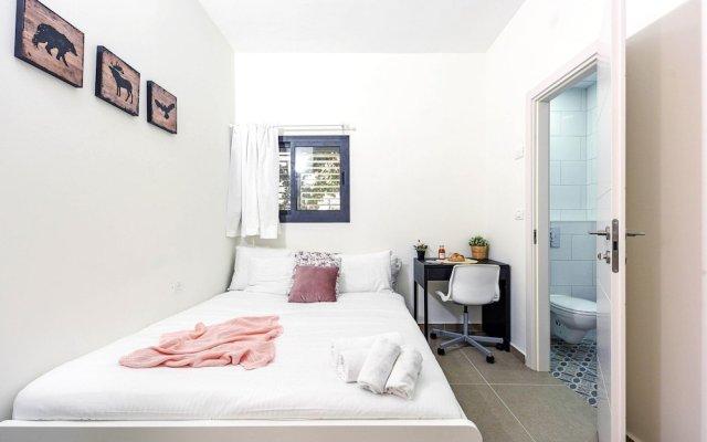 Отель Renovated & Sunny Apt W 3BR 3 Bathrooms Тель-Авив
