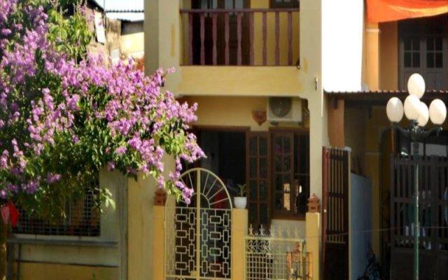 Отель Nha Lan Homestay Хойан вид на фасад