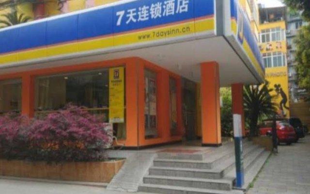 Отель 7 Days Inn Yushuang вид на фасад