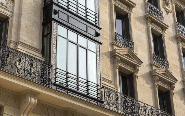 Отель La Clef Tour Eiffel вид на фасад