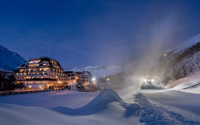 Отель Alpenland Австрия, Хохгургль - отзывы, цены и фото номеров - забронировать отель Alpenland онлайн вид на фасад