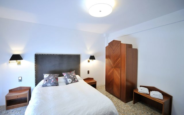Отель Hostal la Carrasca комната для гостей