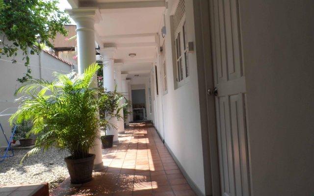 Отель Araliya Villa Fort вид на фасад