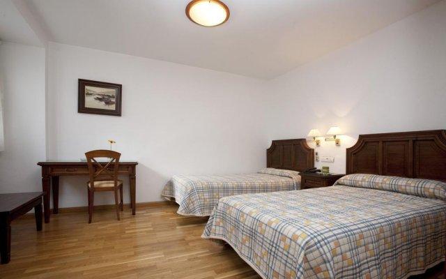 Hotel Avenida Сакс комната для гостей