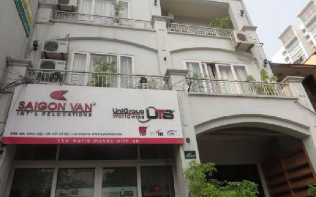Апартаменты Tan Long Apartment - Hoang Quoc Viet вид на фасад