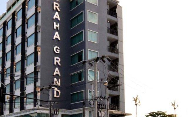 Raha Grand Hotel вид на фасад