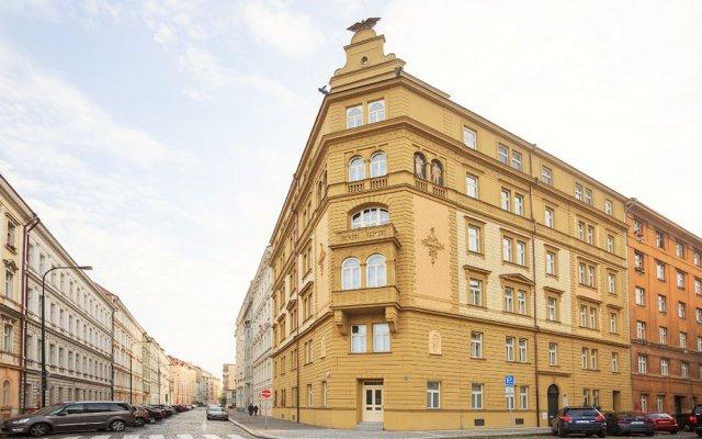 Апартаменты Charming Two-Bedroom Apartment Next To The Emmaus Abbey Прага вид на фасад