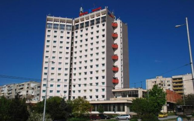 Отель Balkan Болгария, Плевен - отзывы, цены и фото номеров - забронировать отель Balkan онлайн вид на фасад