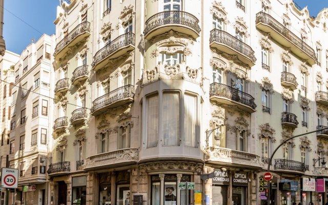 Отель Apartamento Travel Habitat Ático Comedias вид на фасад