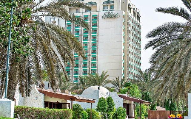 Отель Holiday International Sharjah вид на фасад