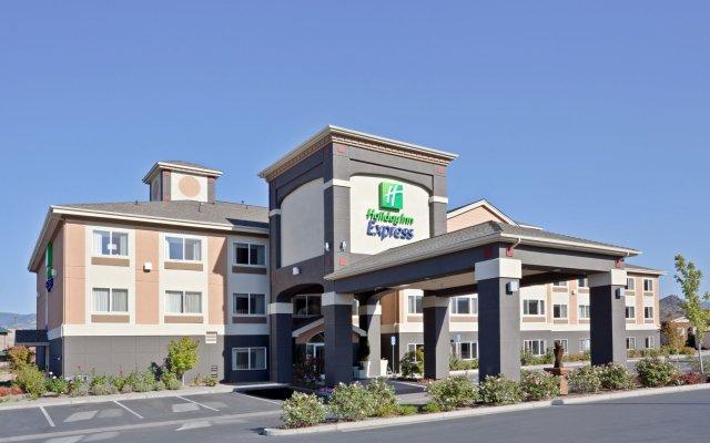 Отель Holiday Inn Express & Suites Ashland вид на фасад
