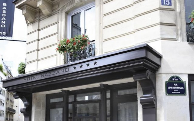 Отель Bassano Франция, Париж - отзывы, цены и фото номеров - забронировать отель Bassano онлайн вид на фасад