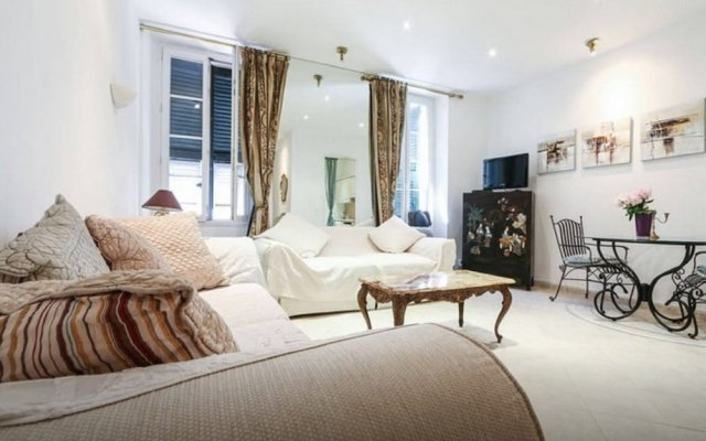 British Style and Central 1 Bedroom 2