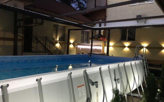 Отель Клубный Отель Флагман Кыргызстан, Бишкек - отзывы, цены и фото номеров - забронировать отель Клубный Отель Флагман онлайн вид на фасад