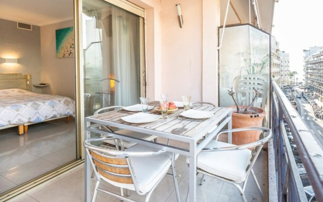 Bright one bedroom apartment, 200m from la Croisette and the city center 2