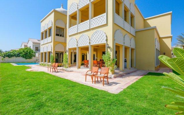 Отель E&T Holiday Homes - Signature Villa K вид на фасад