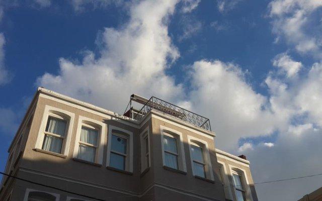 Отель Loka Suites вид на фасад