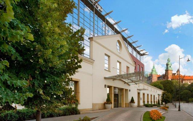 Отель Sheraton Grand Krakow Краков вид на фасад