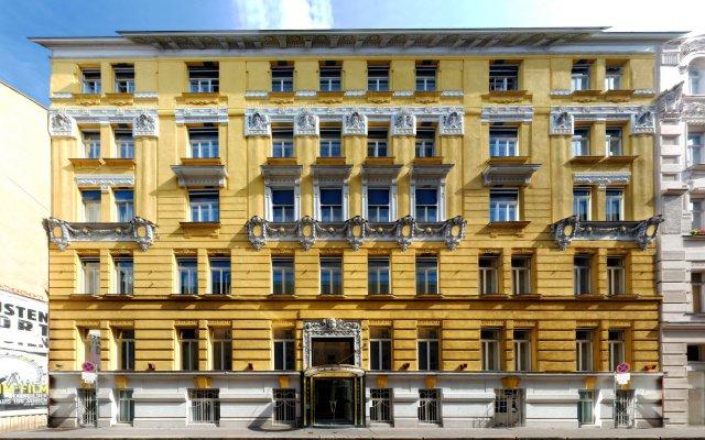 Отель Carlton Opera вид на фасад