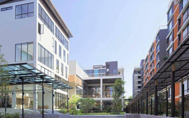 Balcony Courtyard Si Racha Hotel & Serviced Apartments вид на фасад