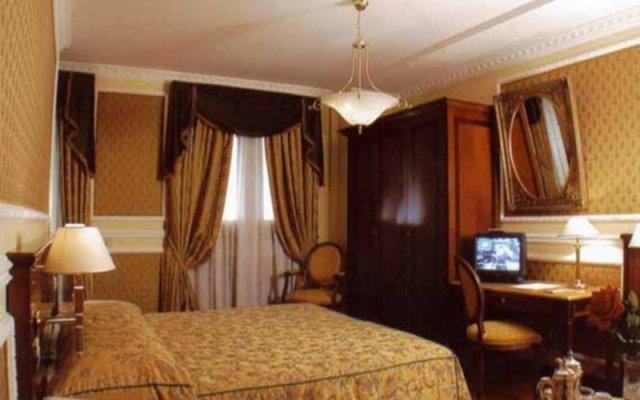 Champagne Palace Hotel сейф в номере