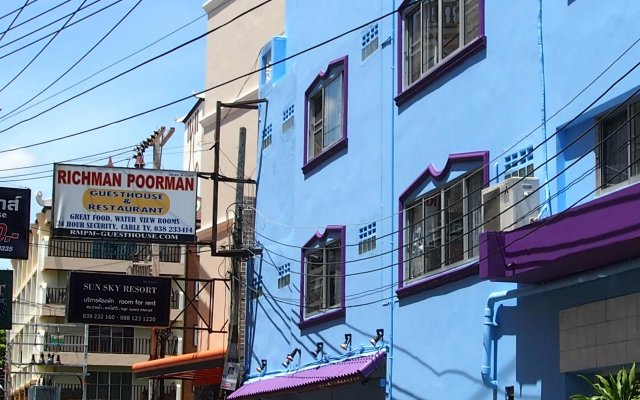 Отель Richman Poorman Guesthouse вид на фасад