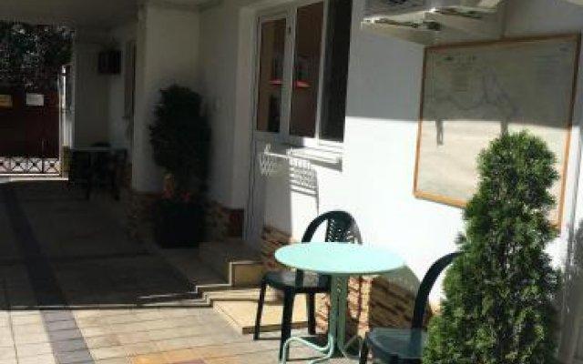 Гостиница Гостевой дом Мария в Анапе отзывы, цены и фото номеров - забронировать гостиницу Гостевой дом Мария онлайн Анапа вид на фасад